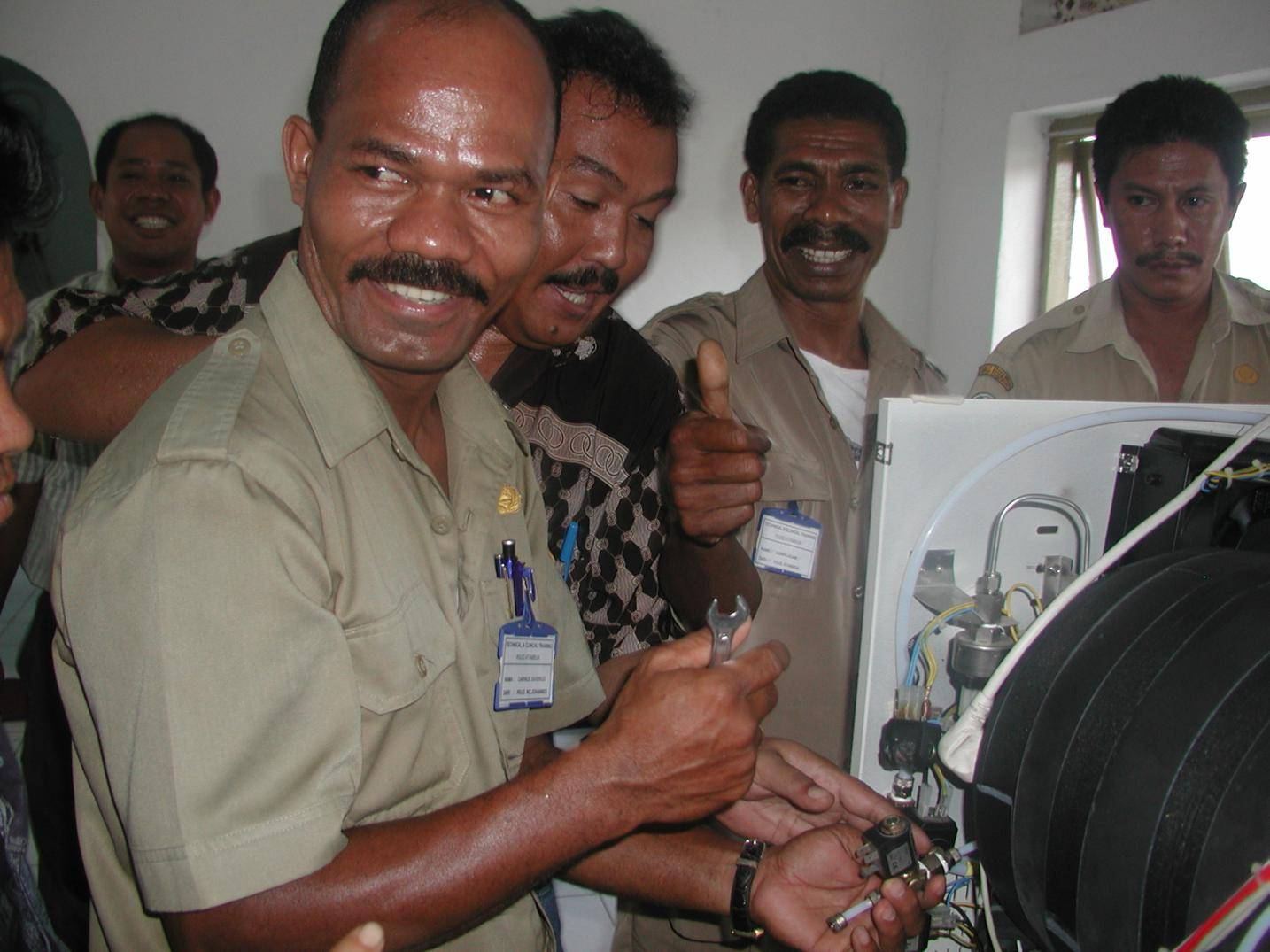 Indonesia Timor Atambua RSUD 20061215 Course Sterilization Technicians : servicing of a Webeco A35 table top sterilizer
