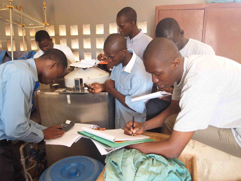 BF-Ouagadougou CMA Bogodogo 20090806 Formation Sterilisation. Essaie Autoclave Raypa 1