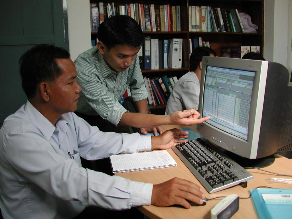 Vientiane, Laos 2005. Training on the use of the PLAMAHS asset management system for staff of the Lao Ministry of Health
