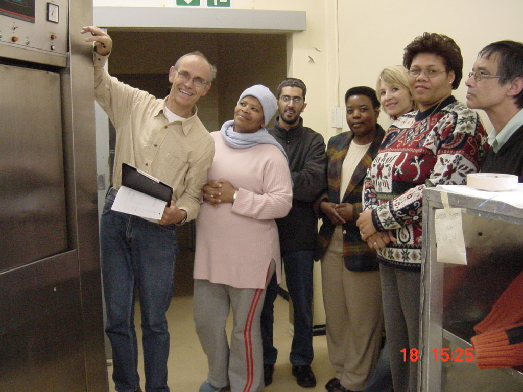 RSA-Stellenbosch Tygerberg Hospital 20050815 Course Sterilization Practical in CSSD Demonstration Sterilizer Bowie-Dick Test Group