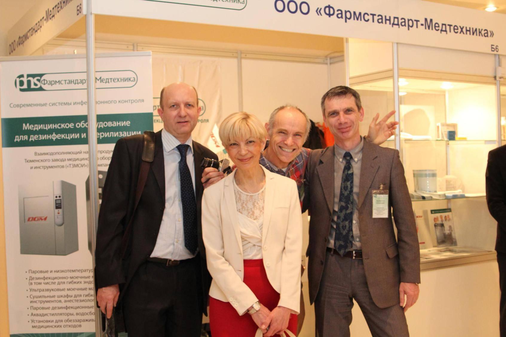 07 RUS Moscow Municipality 20130404 Exhibition PHS Booth Vladimir Elena Jan Vladimir