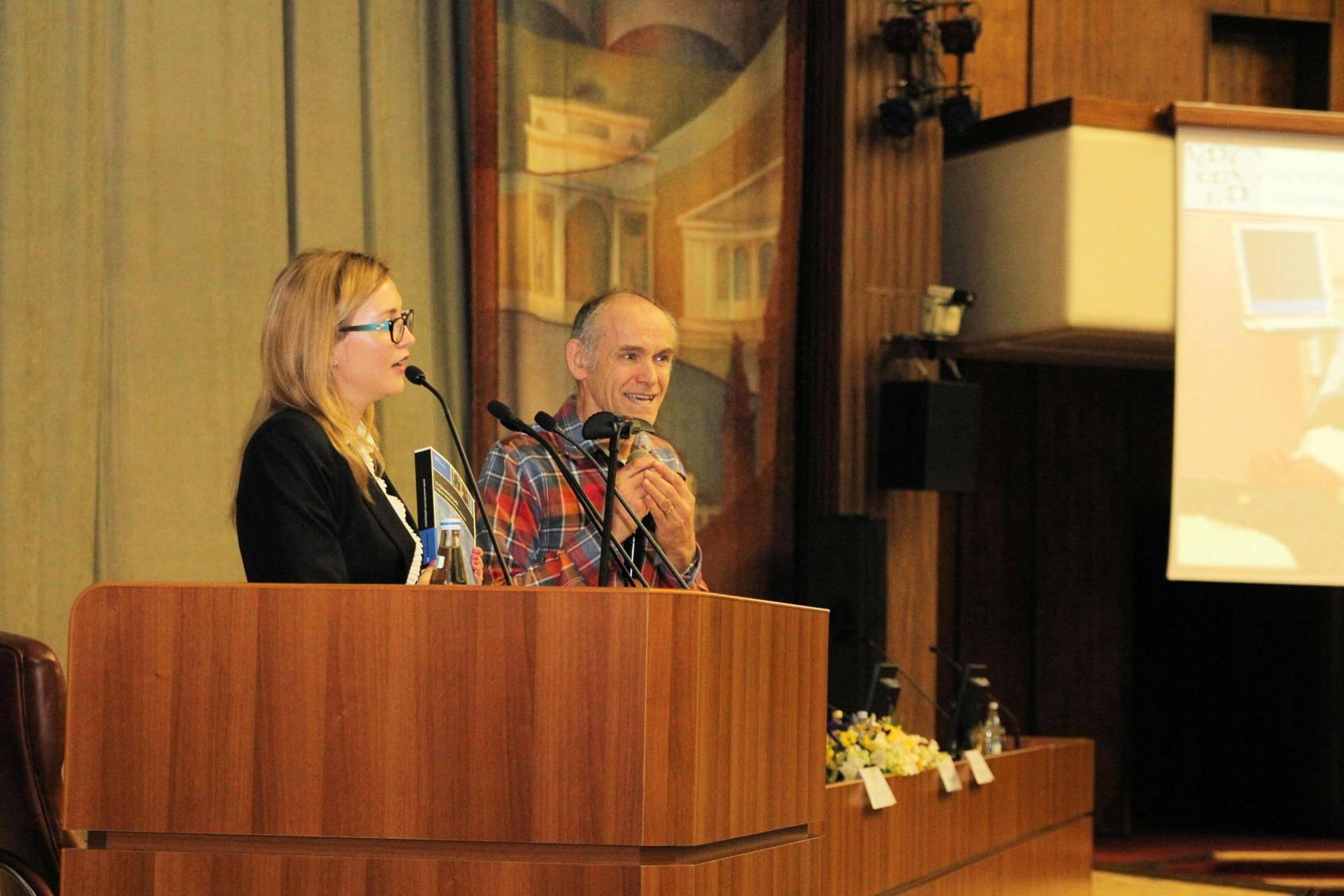 08 RUS Moscow Municipality 20130404 Congress Presentation Team Jan And E ShibanovaBookPresenting