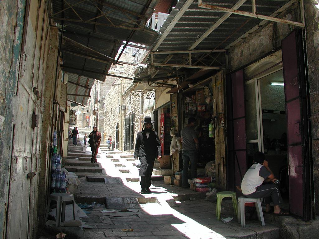 13 IL Jeruzalem City 20070628 Old City Centre Small Street With Orthodox Jew Walking